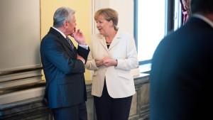 Merkel will Gespräche über die Union hinaus führen