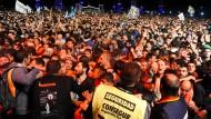 Tote und Verletzte bei überfülltem Rockkonzert