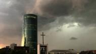 Unwetter stoppt Flugzeuge und Bahnen in Frankfurt