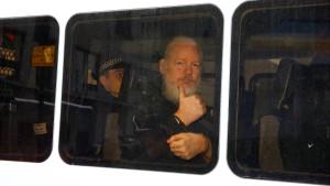 Julian Assange nach fast sieben Jahren Asyl verhaftet
