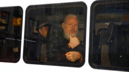 Assange drohen bis zu fünf Jahre Haft in Amerika