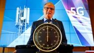 Jochen Homann ist Chef der Bundesnetzagentur, der Mann mit der Uhr und der Herr über die Versteigerung.