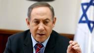 """Israels Ministerpräsident Netanjahu wirft Deutschlands Außenminister Gabriel nochmals """"instinktloses Verhalten"""" vor."""