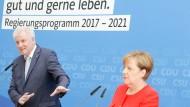 Präsentieren sich harmonisch: die CDU-Vorsitzende und Bundeskanzlerin Angela Merkel und der CSU-Vorsitzende Horst Seehofer am Montag in Berlin