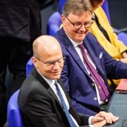 Will die Arbeitsbedingungen im Bundestag verbessern: der Erste Parlamentarische Geschäftsführer der Unionsfraktion Michael Grosse-Brömer (r.), hier Ende September mit Unionsfraktionschef Ralph Brinkhaus