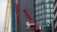 Gefahr durch umgeknickten Kran in Frankfurt gebannt