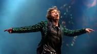 Die Illustrated London News fragte vor vielen Jahren: Was macht ein Stone mit vierzig? Es ist die traurigste Sache der Welt, sich einen vierzigjährigen Stone vorzustellen. Ende Juni, als Mick Jagger während einer neuerlichen Europatour in Berlin spielte, soll er bis drei Uhr morgens getanzt haben. Traurig nannte ihn danach niemand.