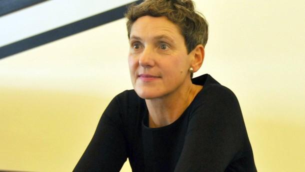 Felicitas Hoppe  Die Preisträgerin erhält den Büchner-Preis der Deutschen Akademie für Sprache und Dichtung im Darmstädter Staatstheater überreicht.