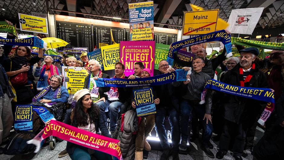 Die 300. Montags-Demonstration im Rahmen der Kampagne Deutschland fliegt nicht