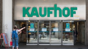 Karstadt Kaufhof macht weniger Filialen dicht
