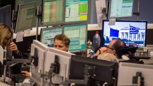 Börsen schwanken zwischen Geld- und Geopolitik