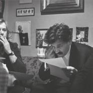 Die Dissidenten Václav Havel, Ludvík Vaculík und Pavel Kohout Mitte der siebziger Jahre in Kohouts Wohnung.
