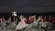 """Bloß tändelnde Fangspiele, schwereloses Schaukeln und unmotivierte Entkleidungsszenen: """"Alcina"""" hatte am 15. September in Wien Premiere."""