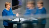 Bundeskanzlerin Merkel bei ihrer Regierungserklärung im Bundestag.