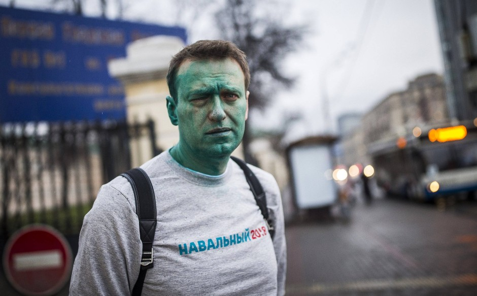 Im April 2017 wurde Nawalnyj von Unbekannten vor einer Konferenzhalle in Moskau mit grünem Desinfektionsmittel bespritzt. Er machte den Vorfall zum Teil seiner Kampagne.