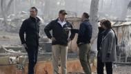 Peinlich? Newsom (links) mit Trump, Katastrophenschutzchef Long, Gouverneur und Bürgermeisterin Jones in Paradise