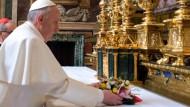 Schon zu Beginn seines Pontifikats in der Kritik: Papst Franziskus