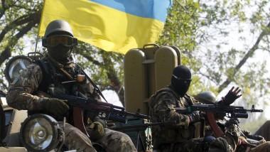 Ukrainische Soldaten am Montag in der Gegend um Donezk