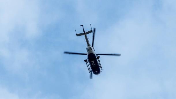 Hubschrauber kreist  über dem Gallus