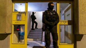 Polizei durchsucht Haus von Maskengegner