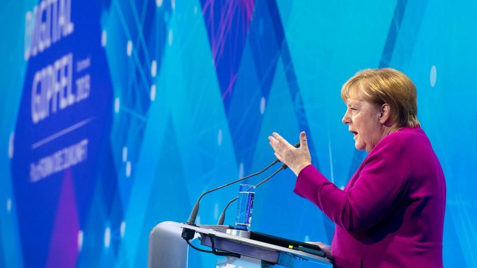 Merkel verspricht Wirtschaft niedrige 5G-Gebühren