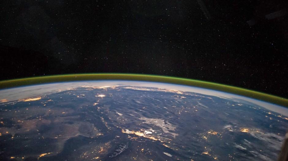 So hoch kommen sie beide nicht: Blick aus der  Internationalen Raumstation ISS in etwa 400 Kilometer Höhe.