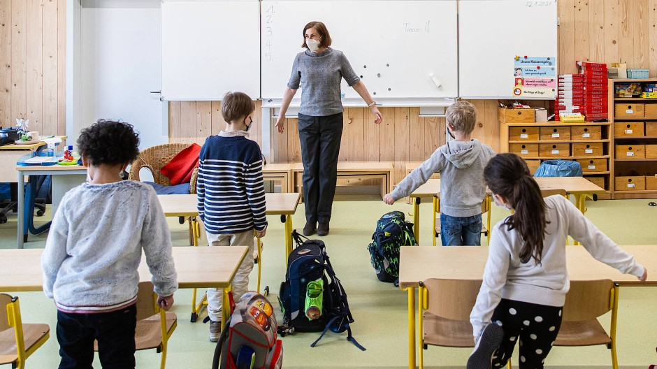 Auch in der Holzhausenschule Frankfurt darf nach wochenlangem Lockdown wieder ein Wechselunterricht in Präsenz stattfinden.