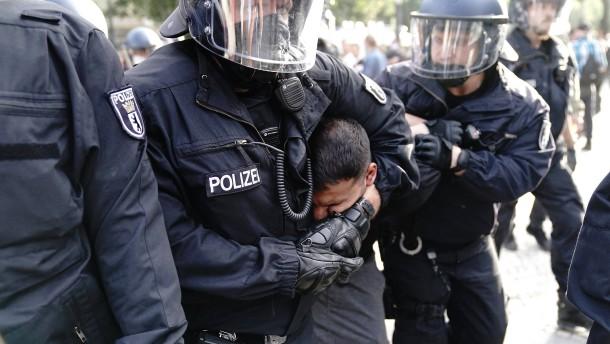 Hunderte Festnahmen nach Eskalation in Berlin