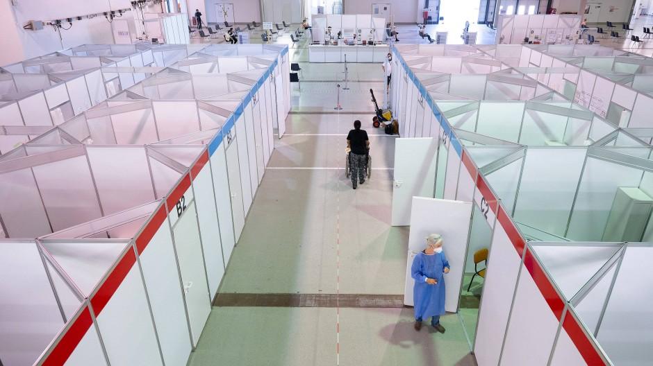 Der Betrieb hält sich in Grenzen: ein Blick ins fast leere Impfzentrum Sachsen (Dresden)