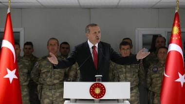 Herr über die Justiz: Der türkische Präsident Recep Tayyip Erdogan am Samstag bei einer Ansprache vor türkischen Soldaten in Afghanistan