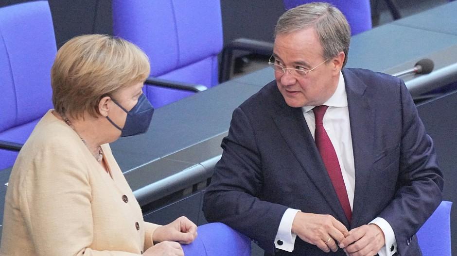 Angela Merkel und Armin Laschet am 7. September im Bundestag