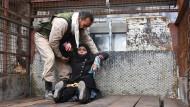 Ist es wirklich eine humanitäre Lösung, angesichts des Grauens in Syrien allein auf eine diplomatische Lösung des Konflikts zu setzen?