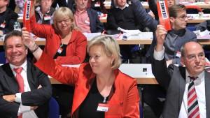 Lötzsch will Vorsitzende bleiben