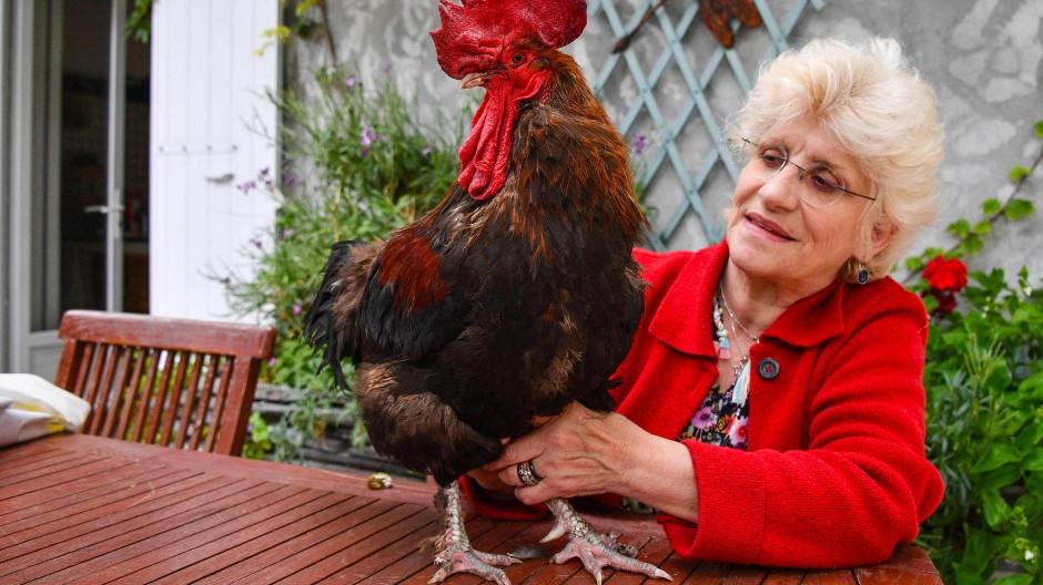 Corinne Fesseau mit Maurice in ihrem Garten