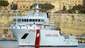 Rettungsschiff der italienischen Küstenwache darf nicht in Italien anlanden