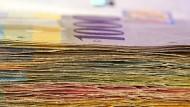 Einige Länder Osteuropas wollen ihre Währungen an den Schweizer Franken binden, um private Schuldner von ihren steigenden Kosten für Fremdwährungskredite zu entlasten.