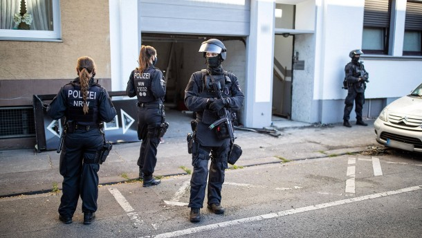 Verdacht auf Clankriminalität – vier Männer festgenommen