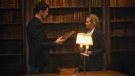 Kennen Sie dieses Buch? Matthew Goode und Teresa Palmer schleichen als Vampir und Hexe erst mal umeinander herum.
