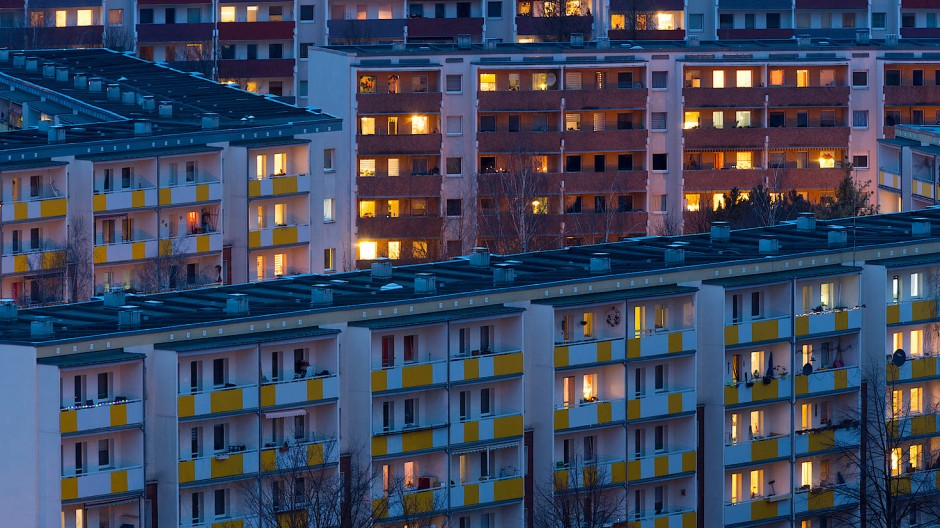 Wer hier wohnt, hat nicht viel Geld: Blick auf die Wohnhäuser im Dresdner Neubaugebiet Gorbitz