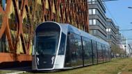 Futuristisch und von Samstag an kostenlos nutzbar: eine Straßenbahn in Luxemburg