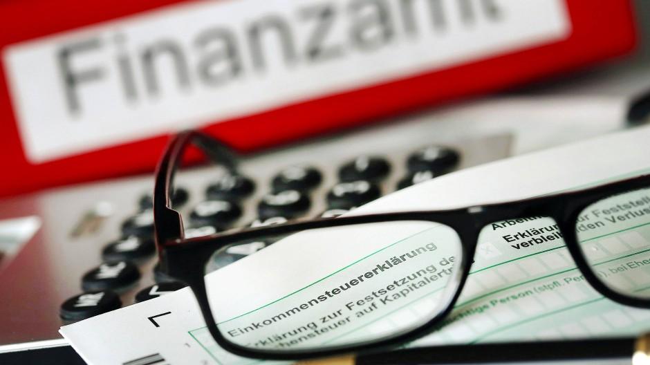 Die Zahl der Strafverfahren wegen Steuerhinterziehung ist im vergangenen Jahr spürbar zurückgegangen.