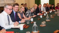 Premiere: das neue britische Kabinett am Montag bei seiner ersten Sitzung in London