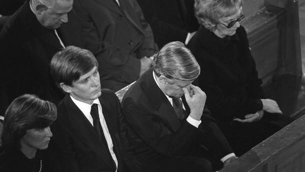 Helmut Schmidt bei Trauerfeier fuer Hanns-Martin Schleyer