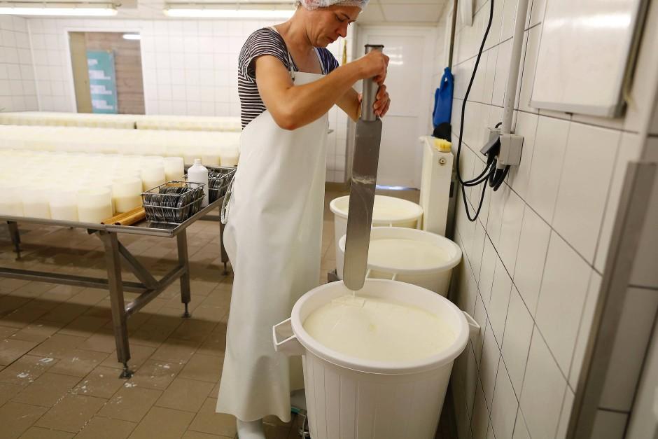 So wird der berühmte Camembert in der Normandie gemacht.