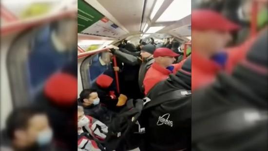 Überfüllte U-Bahn trotz Corona-Virus