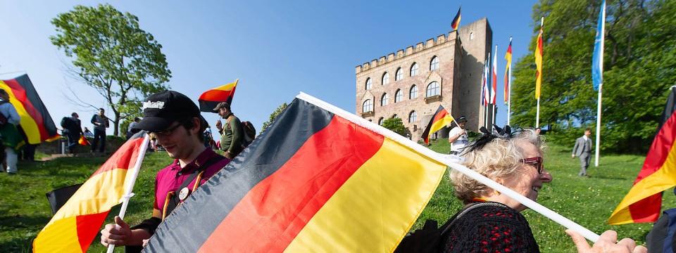 [Bild: deutschlandfahnen-und-ein.jpg]