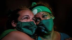 Argentinier feiern Legalisierung von Abtreibungen