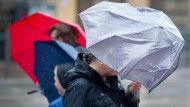 Stürmische Zeiten: Trotz warmer Temperaturen kommen weitere Gewitter mit starkem Regen auf Hessen zu.