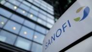 Sanofis Logo vor dem Unternehmenssitz in Paris