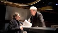 """Kammerspiel mit Aufmärschen: Regisseurin Eva Maria Höckmayr und Dirigent John Nelson bringen """"Les Troyens"""" in Frankfurt auf die Bühne."""